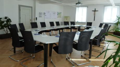 Im Landkreis Dillingen bleiben derzeit, aufgrund der Corona-Krise, viele Sitzungssäle (im Bild Syrgenstein) leer.