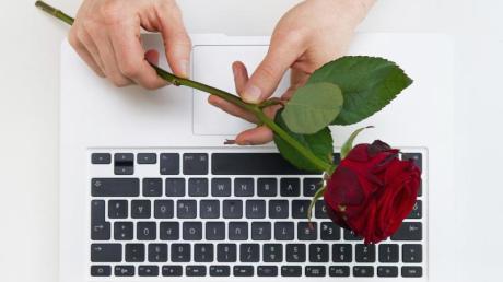 Ein Mann aus dem Kreis Eichstätt wurde beim Online-Dating Opfer einer dreisten Betrugsmasche.
