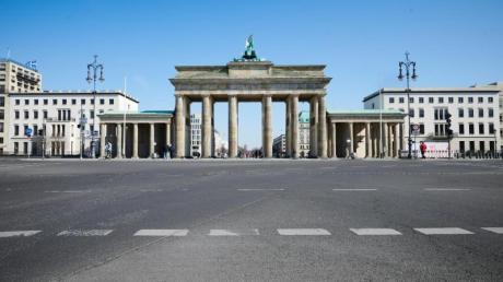 Selbst zur Hauptverkehrszeit ist die Ebertstraße vor dem Brandenburger Tor leer.