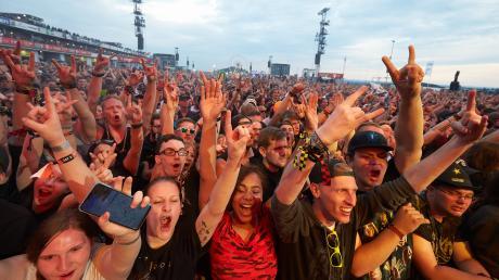 Fans feiern ihre Stars bei Rock am Ring.