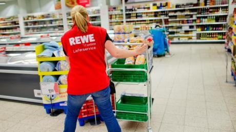 Arbeiten in der Altenpflege oder im Einzelhandel sind zwar systemrelevant, werden aber unterdurchschnittlich bezahlt.