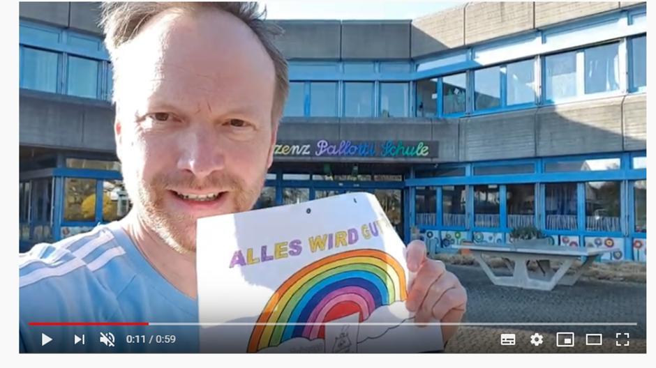 Mit einem Youtube-Kanal tritt Lehrer Ulrich Weighardt mit seinen Schülerinnen und Schülern in Kontakt - und inzwischen nicht mehr nur mit ihnen.