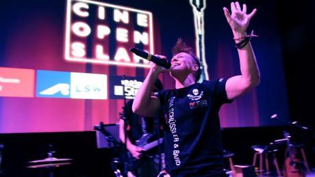Tina Schüssler ist Kampfsportlerin und Musikerin. Aufgrund der Coronakrise plant sie nun Konzerte, die aus ihrem Studio übertragen werden.