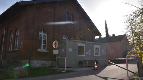In der Gemeinschaftsunterkunft Neuburg herrscht wegen des Coronavirus Ausnahmesituation.