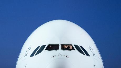 Lufthansa hat Kurzarbeit angemeldet. Betroffen sind etwa 87.000 Mitarbeiter.