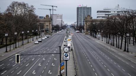 Die Straße des 17. Juni in Berlin - ohne Menschen, ohne Autos.