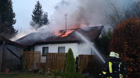 Am frühen Sonntagabend hat in Schöffelding ein Einfamilienhaus gebrannt.