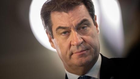 Eine Schutzmaskenpflicht in Supermärkten wie in Österreich sei derzeit nicht geplant, sagte Bayerns Ministerpräsident Markus Söder (CSU).