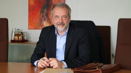 Dr. Andreas Ullmann aus Aichach wurde von Landrat Dr. Klaus Metzger zum Versorgungsarzt für den Landkreis ernannt. Er ist ab sofort Bindeglied zwischen den zwischen den niedergelassenen Ärzten im Landkreis und dem Landrat bzw. dem Krisenstab.