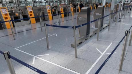 Zu Corona-Zeiten nichts los: Der Eingang zur Gepäckkontrolle am Flughafen München.