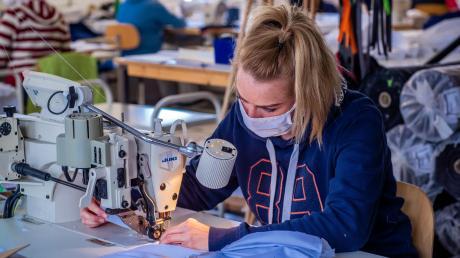 Zahlreiche Betriebe aus den verschiedensten Branchen haben mit der Coronakrise ihre Produktion kurzfristig umgestellt.
