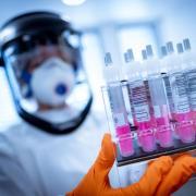 """Das Nein des Ethikrats zu Corona-Immunitätsnachweisen zum jetzigen Zeitpunkt fiel einstimmig aus. Grund seien """"erhebliche Unsicherheiten"""" über Immunität und Aussagekraft von Antikörpertests."""