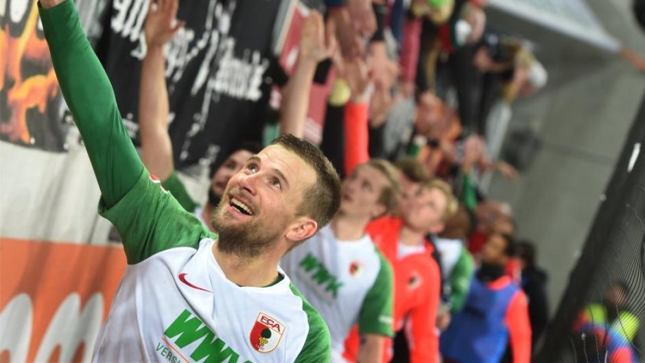 Daniel Baier, Kapitän des FC Augsburg, bringt eine Bundesliga mit 20 Vereinen ins Spiel.