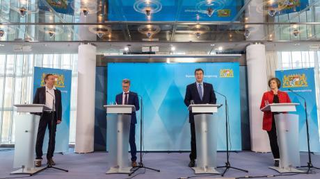 Bayern setzt im Kampf gegen das Corona-Virus nun verstärkt auf die Wissenschaft, wie Markus Söder (Zweiter von rechts) bei einer Pressekonferenz am Freitag mitteilte.
