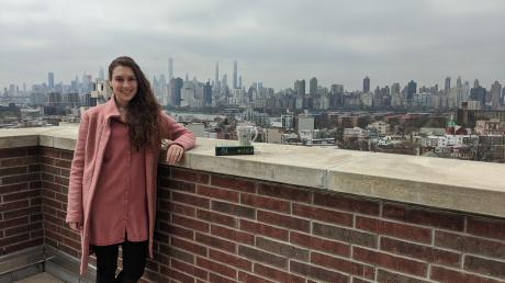 Stephanie Lorenz lebt seit einem halben Jahr in New York. Ihr Leben beschränkt sich wegen der Coronakrise derzeit auf die Wohnung und die Dachterrasse des Hauses - mit Blick auf Manhattan.