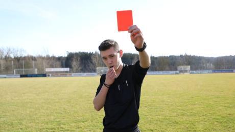 Lennart Ehring aus Griesbeckerzell ist Fußball-Schiedsrichter und Nachwuchschütze.