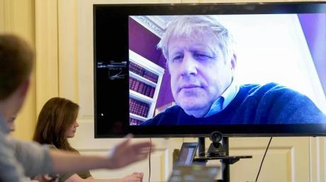 Am 28. März führte Boris Johnson aus der häuslichenQuarantäne noch den Vorsitz beim morgendlichen Treffen zum Coronavirus. Inzwischen wurde er auf die Intensivstation verlegt.