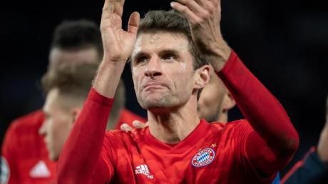 Hat beim FC Bayern München bis 2023 verlängert: Thomas Müller applaudiert.