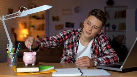 Während der Ausbildung ist es besonders schwierig, Geld zur Seite zu legen.