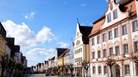 """Über seine Stadt (hier der Marktplatz) sagt Oberbürgermeister Gerhard Jauernig: """"Unser Günzburg ist so schön, weil es ist, wie es eben ist – und das soll auch so bleiben, auch nach der Corona-Krise."""