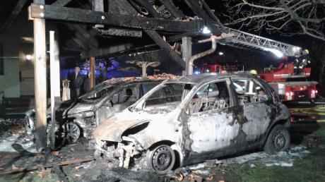 Ein Auto in Illereichen fing aus bislang ungeklärter Ursache Feuer.