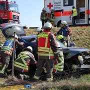 Bei einem Unfall auf der A 96 bei Mindelheim sind am Mittwochnachmittag drei Menschen schwer verletzt worden.