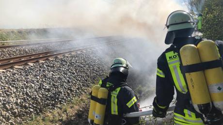 Auf der Bahnstrecke München-Lindau hat es zwischen Geltendorf und Türkenfeld an mehreren Stellen am Bahndamm gebrannt.
