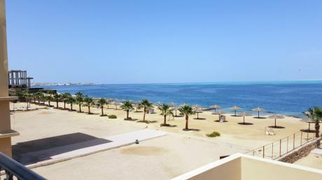 Die Strände im ägyptischen Hurghada sind eigentlich nicht für ihr naturnahe Weitläufigkeit bekannt. Derzeit sind sie aber menschenleer.