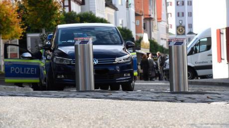 Die elektrisch versenkbaren Poller sperren die Zufahrt Günzburger Marktplatz - doch nur noch bis Dienstagabend.