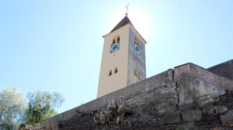 Die Sanierung des Herrenstetter Kirchenhangs soll nach jahrelangen Querelen nun im März endlich beginnen.