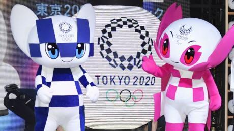 Miraitowa (li.) und Someity, die Maskottchen der Olympischen Spiele, beziehungsweise der Paralympics, müssen noch ein Jahr auf ihren großen Auftritt warten. Wenn es dann schließlich 2021 heißt: Tokio 2020.