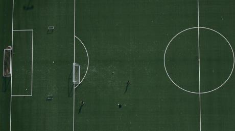 Fußballer können derzeit nur in kleinen Gruppen trainieren.