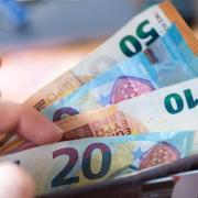 Studierende, die in der Corona-Krise in finanzielle Not geraten sind, sollen Hilfe erhalten: jeweils bis zu 500 Euro in den Monaten Juni, Juli und August.