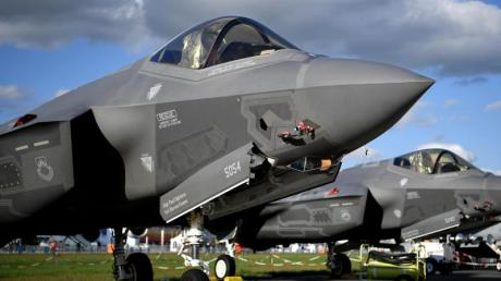 Die Staaten derErde haben im vergangenen Jahr fast zwei Billionen Dollar in ihre Militärapparate gesteckt.