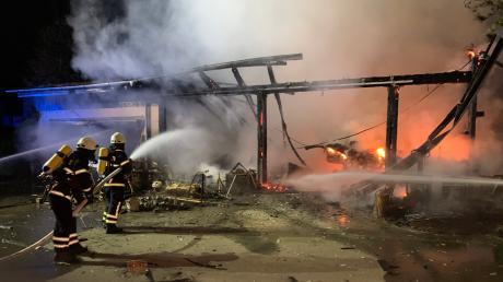 Ein Großbrand ist in der Nacht zum Montag in Blaustein ausgebrochen.
