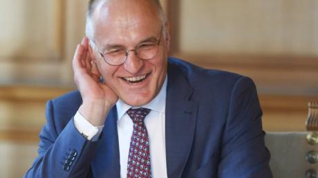 Beim Interview zum Ende seiner Amtszeit im Fürstenzimmer des Augsburger Rathauses wirkt Kurt Gribl entspannt und fast schon erleichtert, künftig weniger Verantwortung tragen zu müssen.