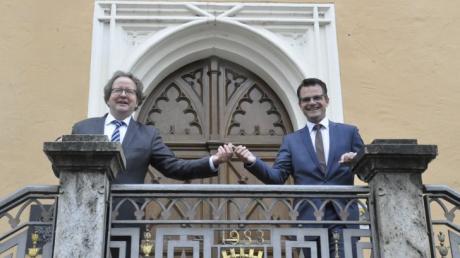 Schlüsselübergabe Armin Neudert und Jürgen Sorre Rathaus Donauwörth