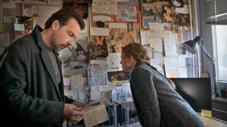 """Die Kommissare Olga Lenski (Maria Simon) und Adam Raczek (Lucas Gregorowicz) setzen alles daran, den jungen Jonas Fleischauer zu finden: Szene aus dem """"Polizeiruf 110"""" heute."""