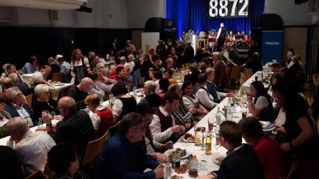 Die Kapuzinerhalle in Burgau ist zu einem der  Hotspots für die Kultur in Burgau geworden - und auch zur Heimstatt des Starkbierfests der Günzburger Zeitung, bei dem den Politikern verbal kräftig eingeschenkt wird.
