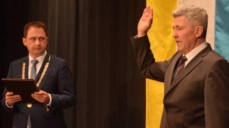 Oberbürgermeister Frank Kunz hat  Johann Graf  als Zweiten Bürgermeister der Stadt Dillingen vereidigt.