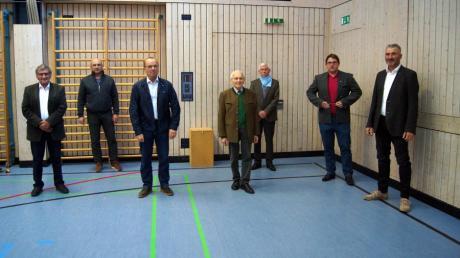 Von links: Eugen Seibert, Rudolf Gerstberger, Reinhard Helfer, Werner Schrom, Altbürgermeister Martin Walch, Christian Niedermair und Josef Kinader.