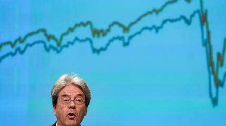 Paolo Gentiloni, Wirtschaftskommissar der EU, auf einer Pressekonferenz. Die EU-Kommission sprach in Brüssel bei der Vorlage ihrer Prognose von einer Rezession historischen Ausmaßes.