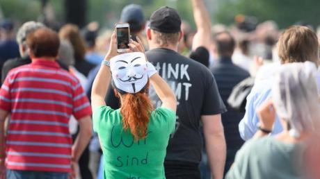Auch inStuttgart demonstrierten Menschen gegen die Corona-Beschränkungen.