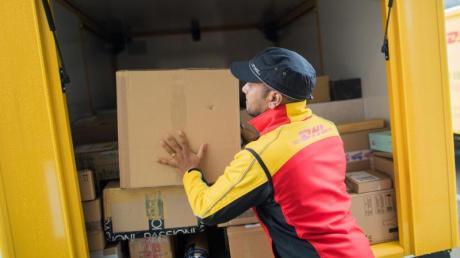 Die Zahl der Beschwerden über Postdienste hat während der Corona-Krise zugenommen. Besonders mit der Paketzustellung durch Post-Dienste sind die Kunden scheinbar unzufrieden.