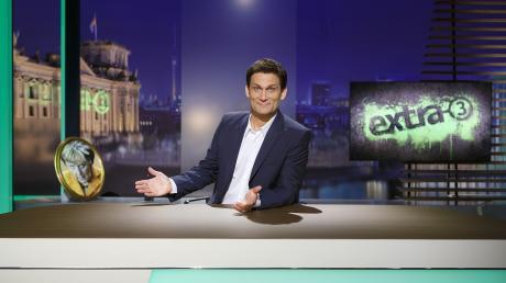 """Das Format """"extra 3"""" läuft im TV in der ARD und bei NDR. Hier die Infos zu Moderatoren, Sendeterminen und Übertragung im TV und Stream."""