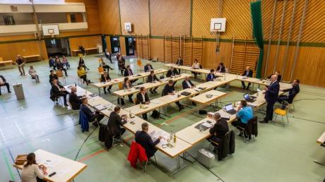 Die erste Sitzung des Stadtrates fand in der Nordschwabenhalle in Höchstädt statt.