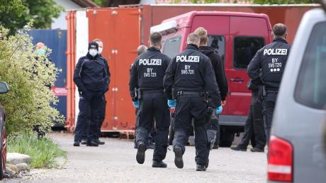Bei einer Razzia im Unterallgäu haben Polizei und Zoll sechs Gebäude durchsucht.