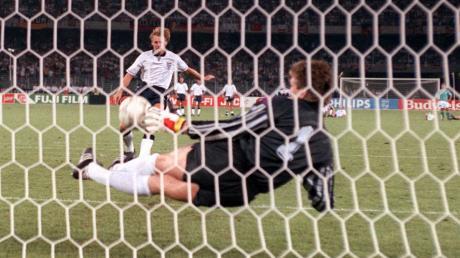 Das WM-Halbfinale 1990: Der englische Abwehrspieler Stuart Pearce scheitert an Bodo Illgner.  Die deutsche Mannschaft gewann am Ende mit 4:3.