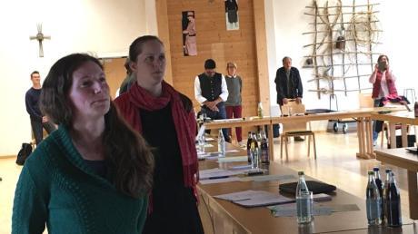 Der neue Schmiechener Gemeinderat hat seit langem einmal wieder auch zwei weibliche Mitglieder von links:  Sophie Schweyer und  Katharina Velt.