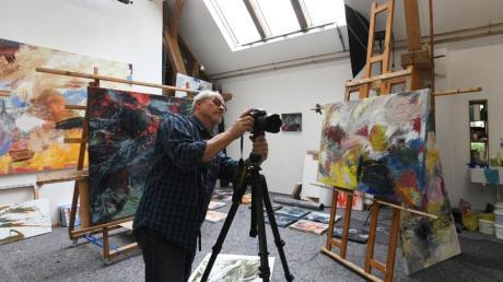 Mit einer digitalen Plattform des Landkreis Augsburg sind virtuelle Rundgänge durch Künstlerateliers möglich.